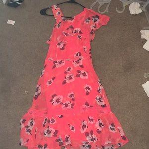 Woman's pinkish orange flower dress 👗